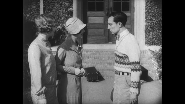 1927 college student (buster keaton) is snubbed by the popular girl on his way into his dorm - 1927 bildbanksvideor och videomaterial från bakom kulisserna