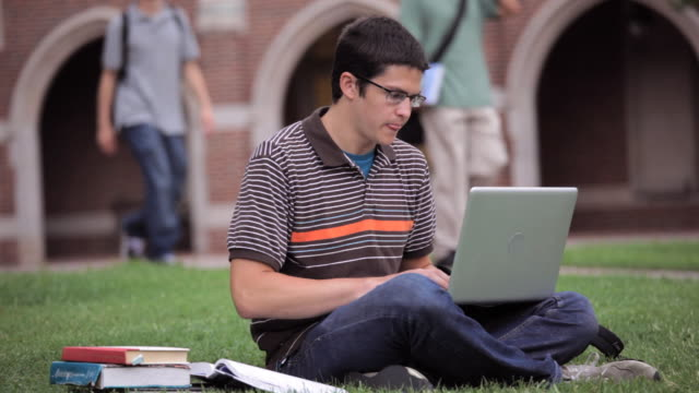 MS, College Student Using Laptop Computer On College Campus, Richmond, Virginia, USA