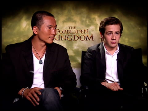 vídeos de stock, filmes e b-roll de collin chou and michael angarano on working in china at the 'forbidden kingdom' junket at the four seasons hotel in los angeles california on april... - four seasons hotel