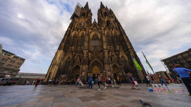 cologne cathedral (domplatte) - 4k time lapse (tilt-up) - cathedral stock videos & royalty-free footage