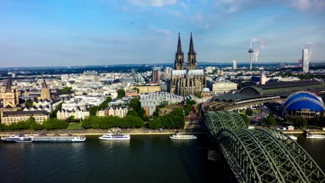 Antenne: Kölner Dom und Hohenzollernbrücke, Köln