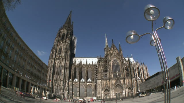 ws fish eye cologne cathedral / cologne, north rhine westphalia, germany - wide angle stock videos & royalty-free footage