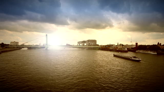 köln rhein panorama-echtzeit - panorama stock-videos und b-roll-filmmaterial