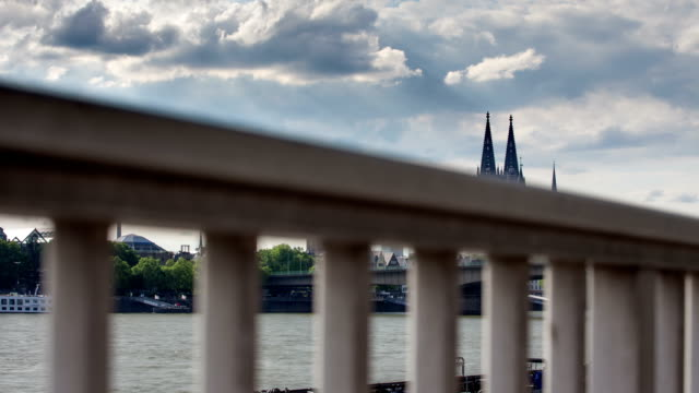 DOLLY: Köln,