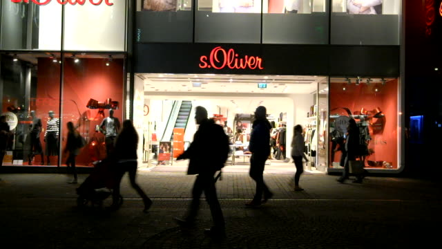 soliver store decorated for christmas on schildergasse in cologne germany - ノルトラインヴェストファーレン州点の映像素材/bロール