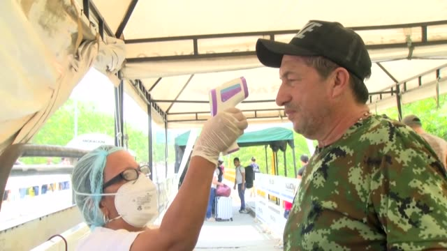 vídeos de stock e filmes b-roll de colombia implements control and prevention measures at its border crossings with venezuela to prevent the spread of the covid 19 virus by migrants... - américa latina