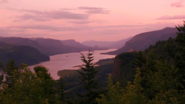 コロンビア川渓谷微速度撮影 - 峡谷点の映像素材/bロール