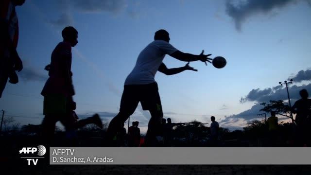 colombia un pais fanatico del futbol el rugby esta empezando abrirse paso destacando cualidades como el autocontrol y el respeto para terminar con la... - self discipline stock videos & royalty-free footage