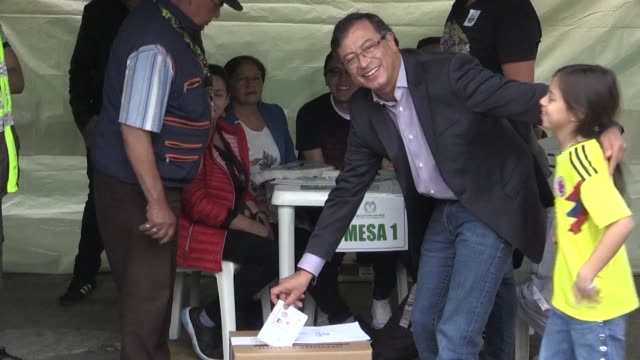 colombian leftist presidential candidate and former bogota mayor gustavo petro casts his vote - früherer stock-videos und b-roll-filmmaterial