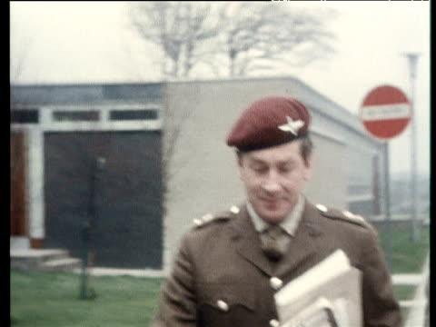 colonel derek wilford commanding officer of 1st battalion parachute regiment leaves bloody sunday tribunal after giving evidence coleraine; 6 mar 72 - infanteri bildbanksvideor och videomaterial från bakom kulisserna