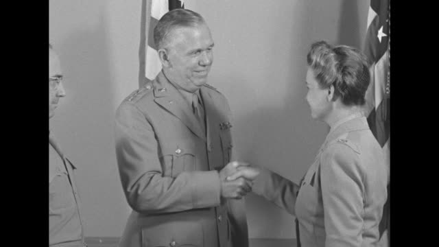 stockvideo's en b-roll-footage met colonel oveta culp hobby swears in as commander of women's army corps brig gen henry b lewis administers the oath as gen george marshall and lt gen... - geallieerde mogendheden