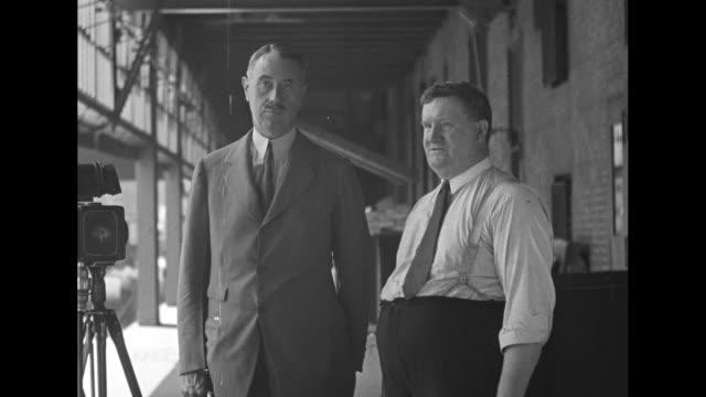 vidéos et rushes de colonel robert mccormick, chicago tribune publisher, interviews fred von der horst, warehouse superintendent and inventor of von der horst east &... - editorial