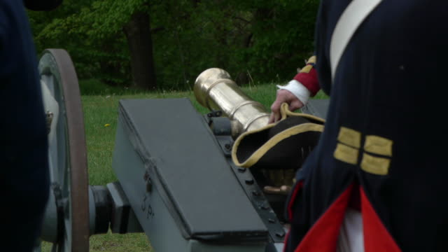 a colonial artillery crew light a cannon during a revolutionary war reenactment. - colonial stock videos & royalty-free footage