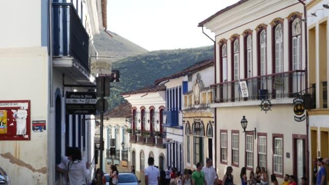 vídeos de stock, filmes e b-roll de colonial houses in ouro preto, minas gerais, brazil - cidade pequena