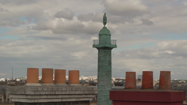 stockvideo's en b-roll-footage met colonne vendome and chimney - colonne vendome