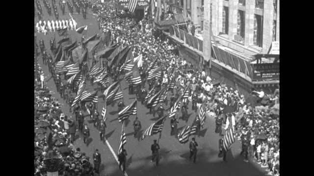 vidéos et rushes de color guard holding us flags marching past camera / soldiers marching in formation / officer on horseback rides up to viewing stand, is handed... - colony