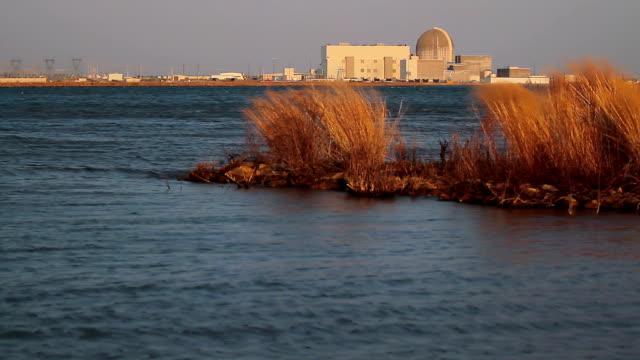 vídeos de stock e filmes b-roll de cor energia nuclear - urânio