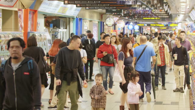 4k color video of people walking in the famous taipei city mall in downtown - insel taiwan stock-videos und b-roll-filmmaterial