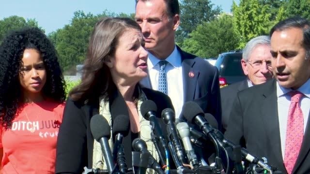colorado congresswoman diana degette says at a press conference on youth vaping that according to the centers for disease control high schoolers... - bundesgesundheitsamt der usa stock-videos und b-roll-filmmaterial