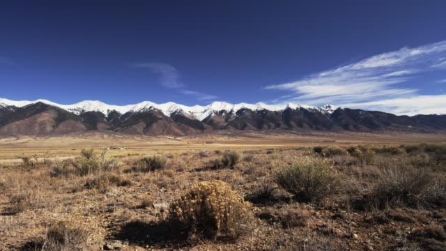 vídeos y material grabado en eventos de stock de colorado landscape time-lapse - plano de grúa