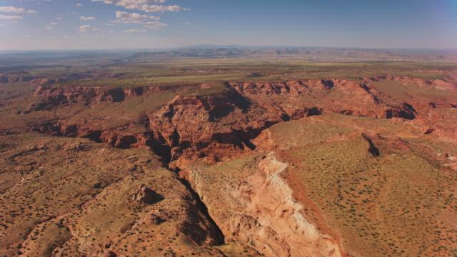 晴れた日のエアリアルコロラド高原とグランドキャニオン - grand canyon national park点の映像素材/bロール