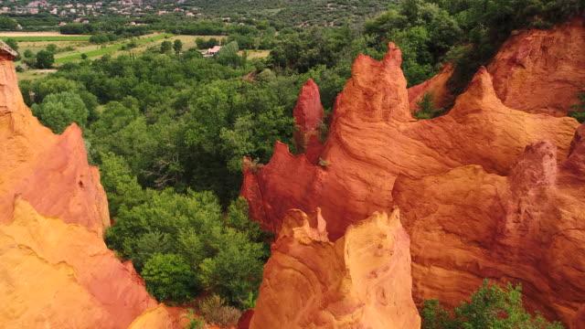 colorado provencal geological park, provence, france - region provence alpes côte d'azur stock-videos und b-roll-filmmaterial