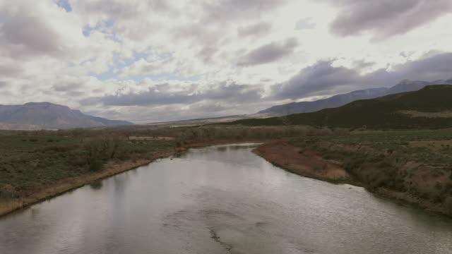 vídeos de stock e filmes b-roll de colorado river basin view canyon location in the western usa 4k video series - remote location