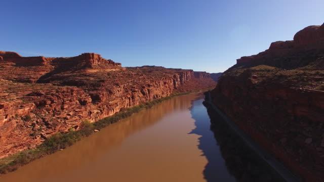 Luchtfoto Colorado rivier met het omringende landschap