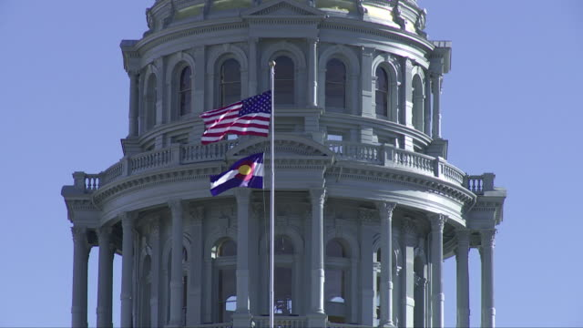 vidéos et rushes de colorado state capitol (denver - usa), gold dome close up - capitales internationales