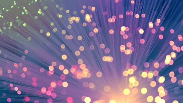 vídeos de stock, filmes e b-roll de cor de fibra ótica - fibra