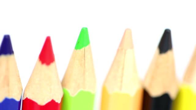 vídeos y material grabado en eventos de stock de lápices de color - sacapuntas