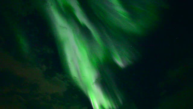bunte aurora borealis, island - polarlicht stock-videos und b-roll-filmmaterial