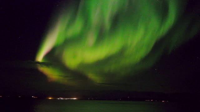 bunte aurora borealis - polarlicht stock-videos und b-roll-filmmaterial