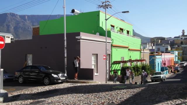 colorful buildings on a south african street - amerikanska mynt bildbanksvideor och videomaterial från bakom kulisserna