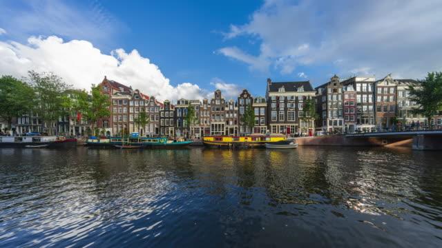 アムステルダムのカラフルな運河の家とシンゲル運河 - 4kタイムラプス - 北ホラント州点の映像素材/bロール