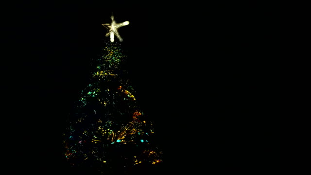 stockvideo's en b-roll-footage met kleurrijke kerstboom verhogen en draaien. - star shape