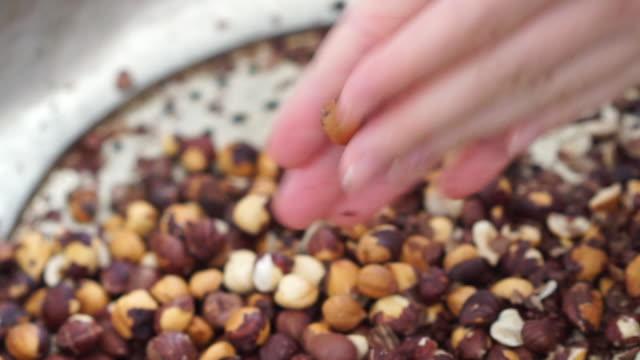 カラフルな料理 - お玉点の映像素材/bロール