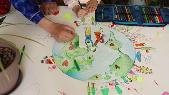 färgglad ritning av planeten jorden - rita bildbanksvideor och videomaterial från bakom kulisserna