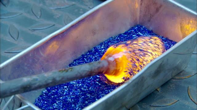 colorful glass, glassblowing - glasbläser stock-videos und b-roll-filmmaterial