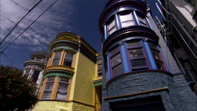 colorful homes characterize a suburban neighborhood in san francisco. available in hd. - erkerfenster stock-videos und b-roll-filmmaterial