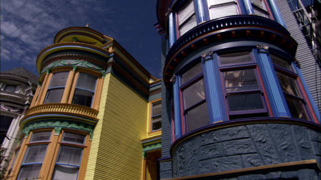 colorful houses characterize a suburban neighborhood in san francisco. available in hd. - erkerfenster stock-videos und b-roll-filmmaterial