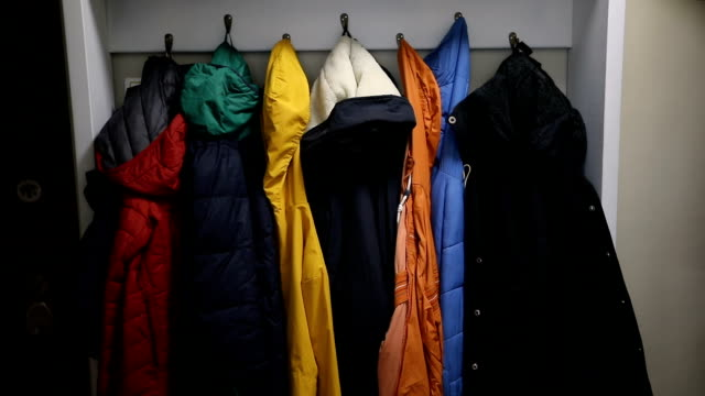 vídeos y material grabado en eventos de stock de chaquetas coloridas en el perchero - estar colgado