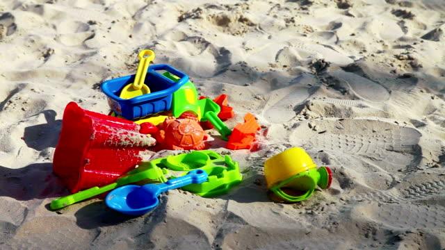 Bunten Kinder-Spielzeug am sand Strand