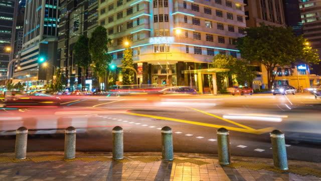 vidéos et rushes de trafic de nuit coloré à singapour, time lapse video - véhicule utilitaire léger