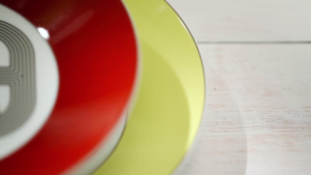 vídeos de stock e filmes b-roll de ecu colorful plates are stacking on other plates / seoul, south korea - empilhar