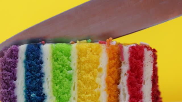 Bunte Regenbogen Kuchen