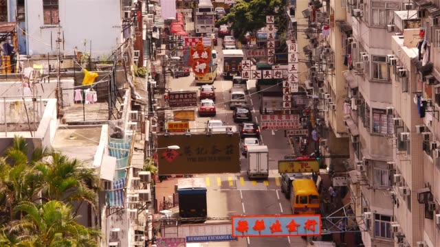 vídeos y material grabado en eventos de stock de colorful street with many chinese signs in kowloon, hong kong - kowloon