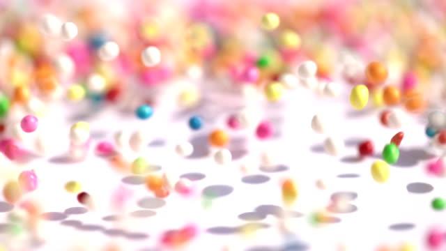 bunte zucker süßigkeitsbälle gestapelt in bewegung - spielball stock-videos und b-roll-filmmaterial