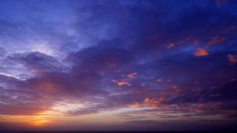 farbenprächtigen sonnenuntergang - sunset stock-videos und b-roll-filmmaterial