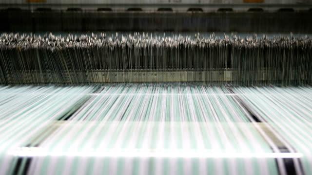 colorful threads on a loom in weaving machine - filo articolo di merceria video stock e b–roll